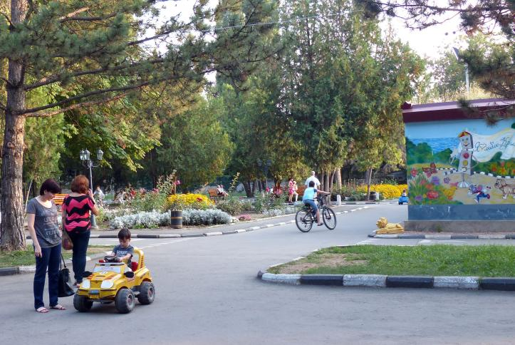 Traffic Park - While the travel safety park is well-maintained and has working lights, none of the children wore helmets or other protective gear while skating, cycling or driving a motorized car.