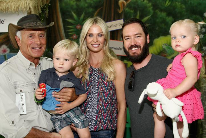 Jack Hanna with Mark-Paul and Catriona Gosselaar and family - Safe Kids Day 2016
